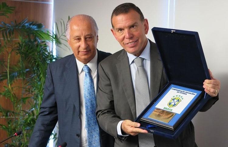 Marco Polo Del Nero anunciou sua saída de cargo da Fifa para o presidente da Conmebol, Juan Ángel Napout