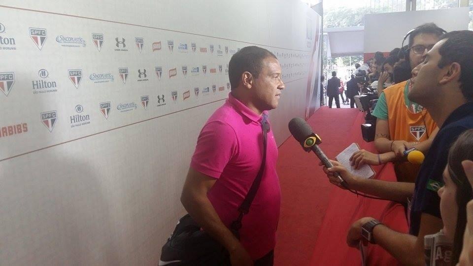 O ex-atacante Muller chegou para o jogo de despedida de Rogério Ceni e, antes de a bola rolar, atendeu a imprensa