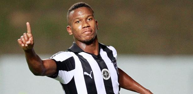 Ribamar, de 18 anos, fez seu primeiro gol como profissional na vitória por 2 a 0 sobre o Fluminense - Vitor Silva/SSPress/Botafogo