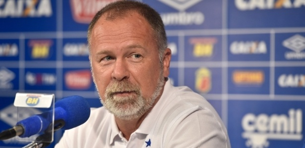Cruzeiro precisou de menos de 24 horas para entrar em acordo e oficializar Mano Menezes