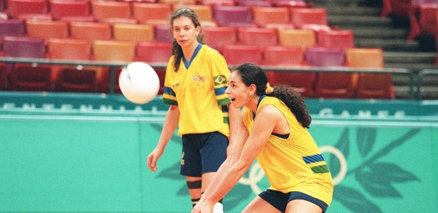 Ana Paula e Ana Moser com a camisa da seleção nos Jogos de Atlanta-1996 - Ormuzd Alves/Folhapress