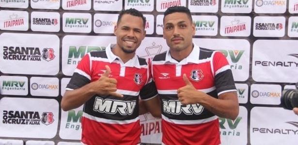 Zagueiros Bruno Silva (esq.) e Jaime (dir.) são apresentados no Santa Cruz