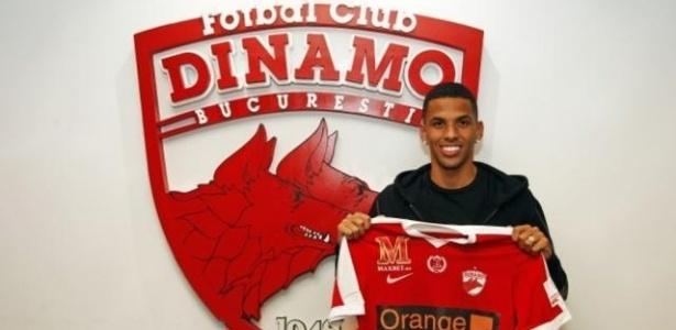 Rivaldinho foi apresentado pelo Dinamo Bucaresti