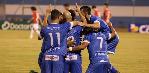 Cruzeiro-RS festeja um dos gols contra o Internacional; Equipes voltarão a se enfrentar