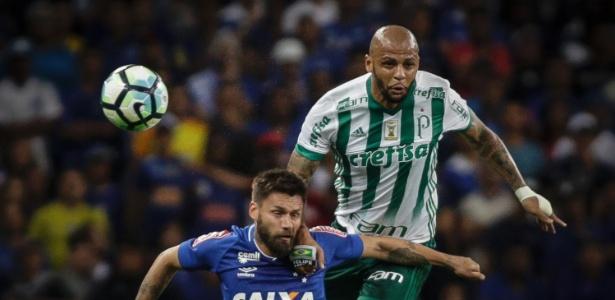 Rafael Sóbis é marcado por Felipe Melo em jogo contra o Palmeiras pela Copa do Brasil