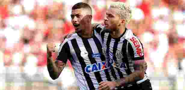 Alison, do Santos, comemora gol contra São Paulo - Daniel Vorley/AGIF - Daniel Vorley/AGIF