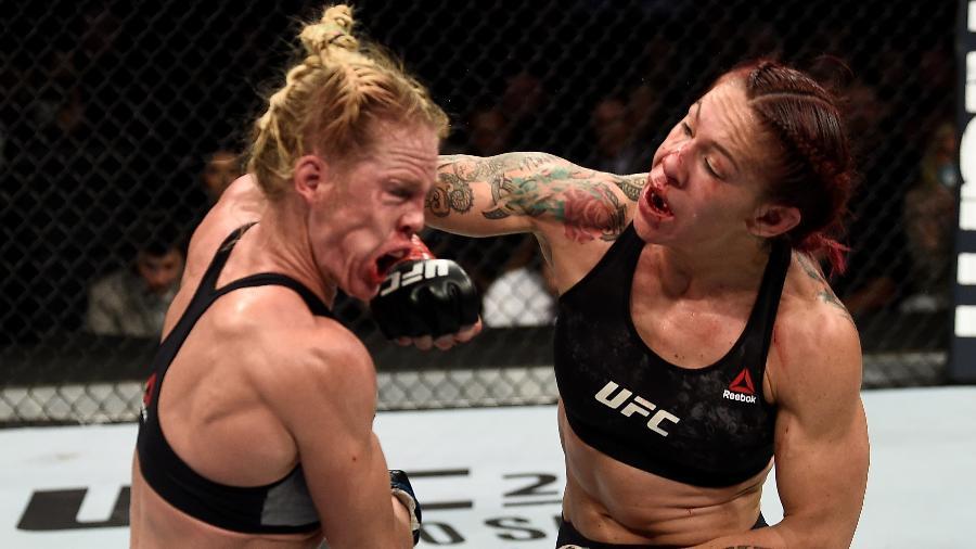 Cris Cyborg vence Holly Holm no UFC 219 - Jeff Bottari/Zuffa LLC Getty Images