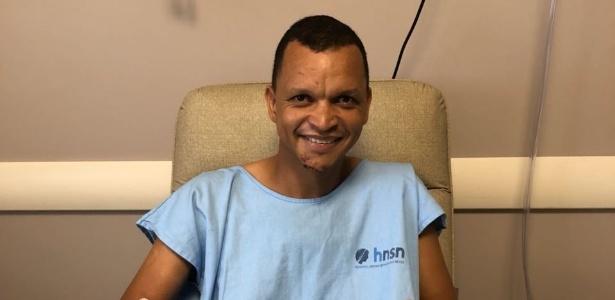 Warley tira foto em hospital depois de levar facada durante assalto - Reprodução/WhatsApp