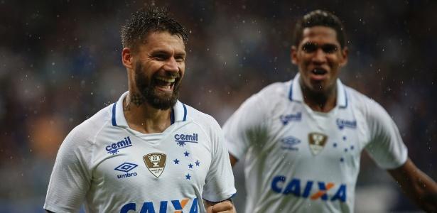 Rafael Sóbis celebra gol pelo Cruzeiro