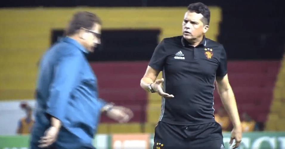 Guto Ferreira passa e se recusa a cumprimentar Claudinei Oliveira
