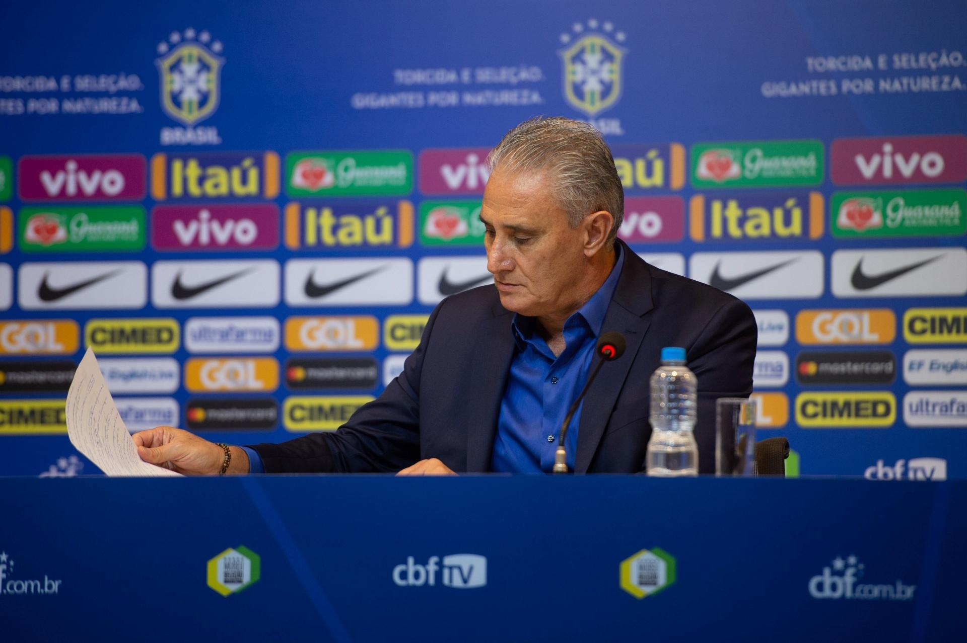 Tite convoca Allan e promove retorno de Paulinho à seleção brasileira -  26 10 2018 - UOL Esporte 05993f73c6521