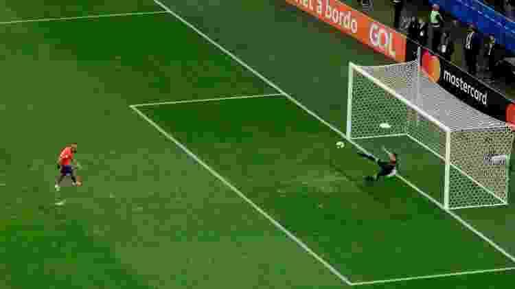 Vidal diminuiu de pênalti - Ueslei Marcelino/Reuters