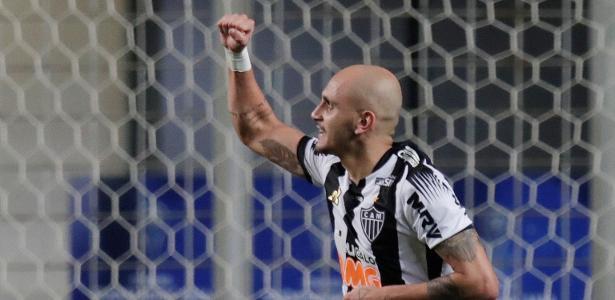 Atlético-MG vence Uberlândia em estreia com gol de pênalti de Fábio Santos
