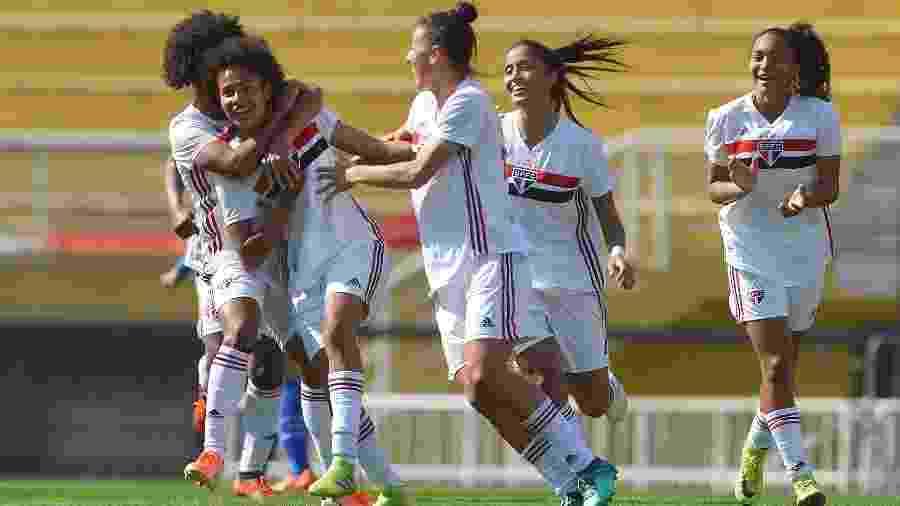 Jogadoras do São Paulo comemoram vitória sobre o Cruzeiro na ida da final do Brasileirão feminino A2 - Mauro Horita / MoWA Press