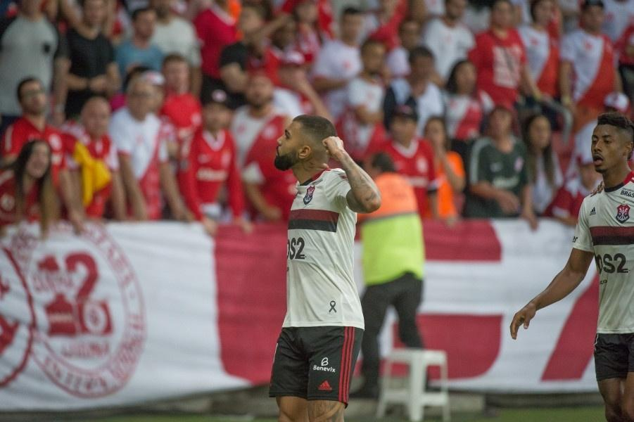 Gabigol comemora gol do Flamengo contra o Internacional