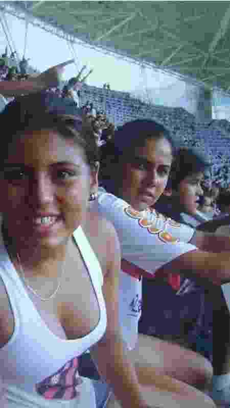Ao lado de Thaisa, sua irmã, Pedro assiste jogo do Flamengo no Nilton Santos - Divulgação