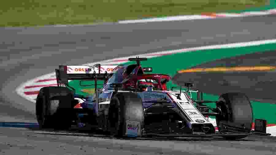 Kimi Raikkonen, piloto da Alfa Romeo, durante segundo dia de testes da pré-temporada da Fórmula 1 em Barcelona - Lluis Gene/AFP