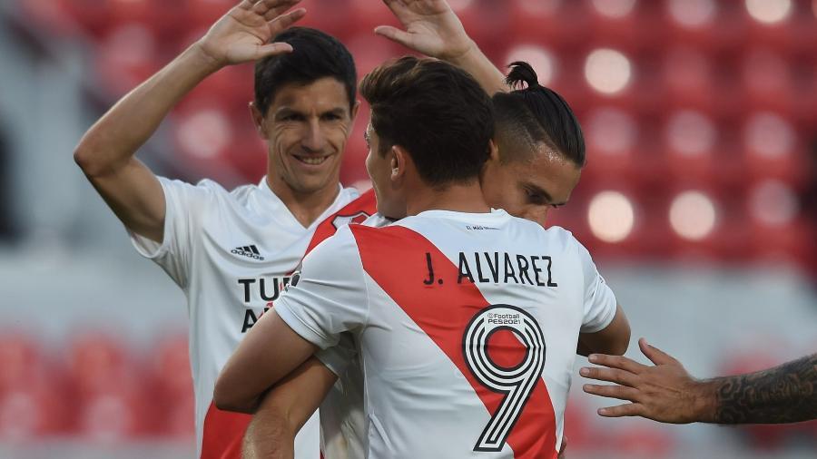 Nacho Fernández ao lado de Borré e Álvarez em comemoração de um gol do River Plate em 2021 - Divulgação CARP