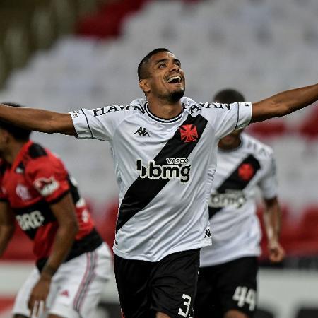 Leo Matos comemora 1° gol do Vasco - Thiago Ribeiro/AGIF