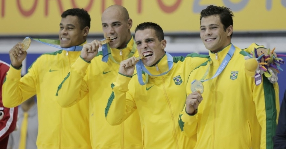 Joao De Lucca, Bruno Fratus, Matheus Santana e Marcelo Chierighini no lugar mais alto do pódio no revezamento 4x100 masculino