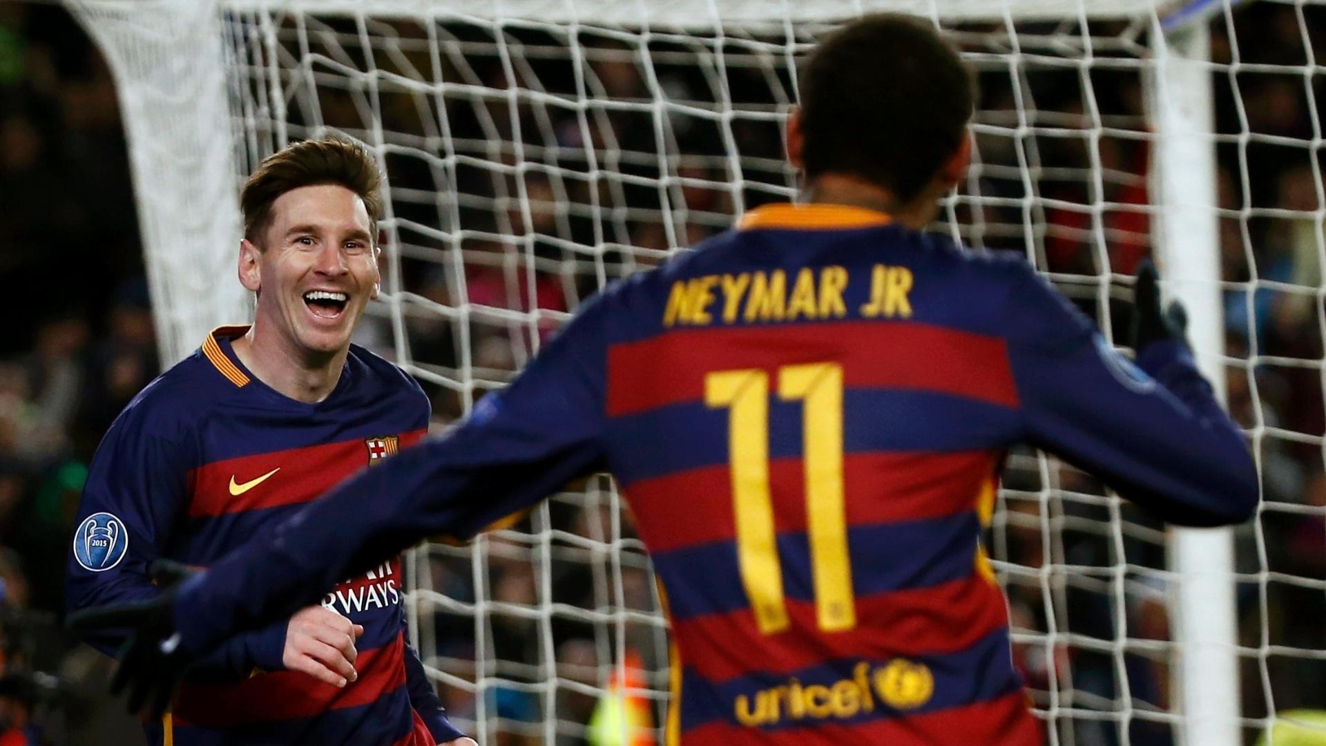 Neymar festeja com Messi o segundo gol do argentino na goleada do Barcelona contra a Roma