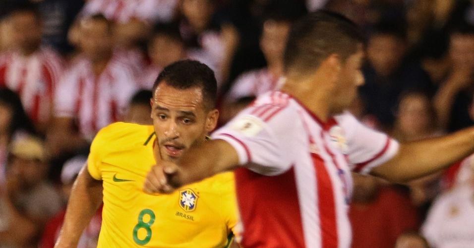 Renato Augusto tenta armar jogada para o Brasil contra o Paraguai