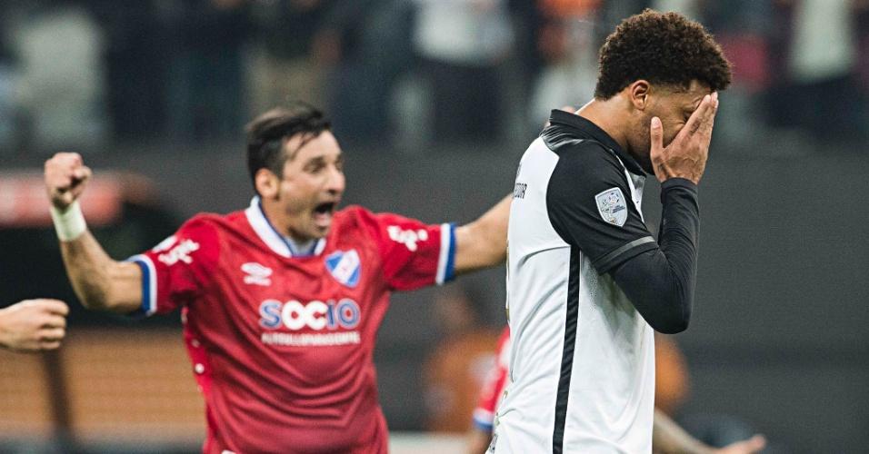 André lamenta pênalti perdido na partida entre Corinthians e Nacional
