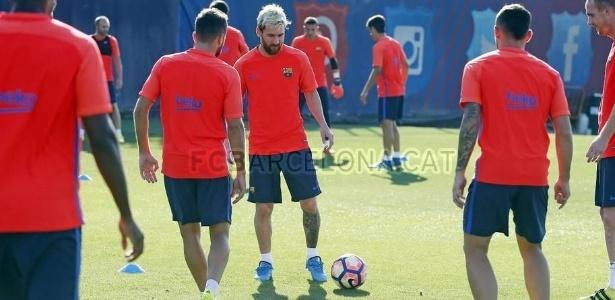 Messi participou de treinamento após corte na seleção argentina