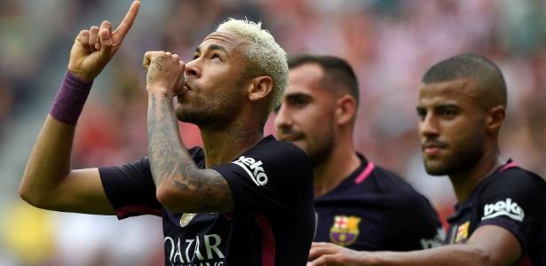 Neymar acertou com o Barça em dezembro de 2015, mas assinou somente em junho