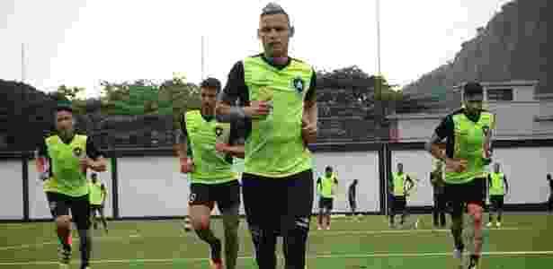 Alemão pode ganhar uma chance no time do Botafogo - Divulgação