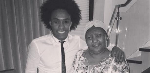 Mãe de Willian faleceu um dia após a homenagem feita pelo filho na seleção brasileira