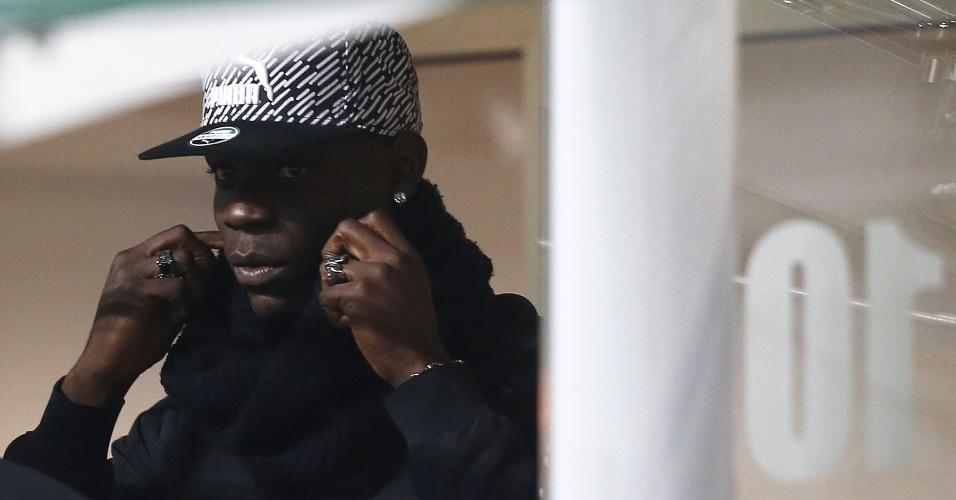 Balotelli assiste à partida entre Itália e Alemanha em Milão