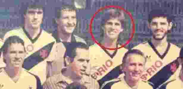 Mendes como jogador do Vasco na década de 80. De blusa social, um jovem Eurico Miranda - Arquivo Pessoal - Arquivo Pessoal