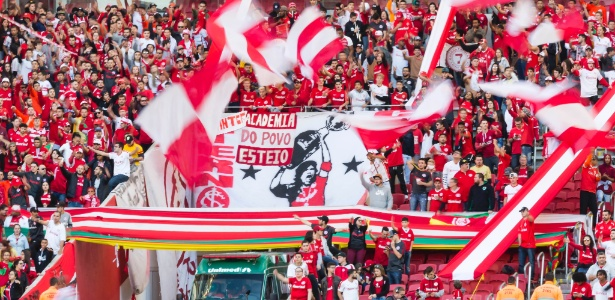 Torcida do Internacional no Beira-Rio: apoio ou protesto contra o time?