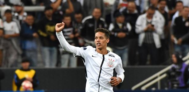 Pedrinho celebra o primeiro gol com a camisa do Corinthians