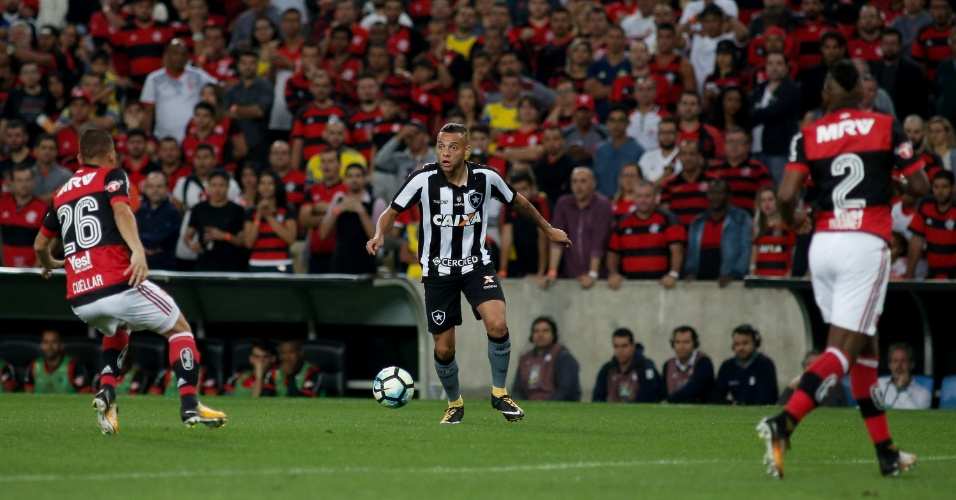 Guilherme durante partida entre Flamengo x Botafogo pela Copa do Brasil