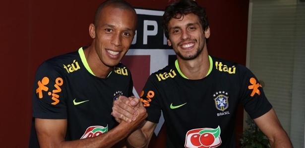 Miranda e Rodrigo Caio durante treino da seleção brasileira no CT da Barra Funda