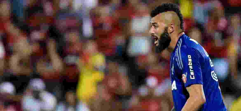 Alex Muralha em ação; goleiro falhou duas vezes contra o Santos e pode ser barrado na semi da Sul-Americana - Thiago Ribeiro/AGIF