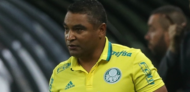 Roger Machado vai enfrentar o Corinthians pela terceira vez na temporada