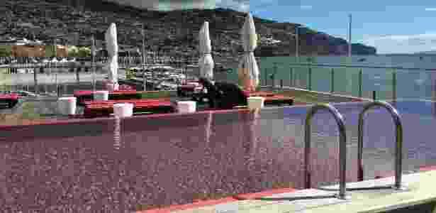 Vista da piscina do hotel Pestana CR7, na Ilha da Madeira - Caio Carrieri/Colaboração para o UOL - Caio Carrieri/Colaboração para o UOL