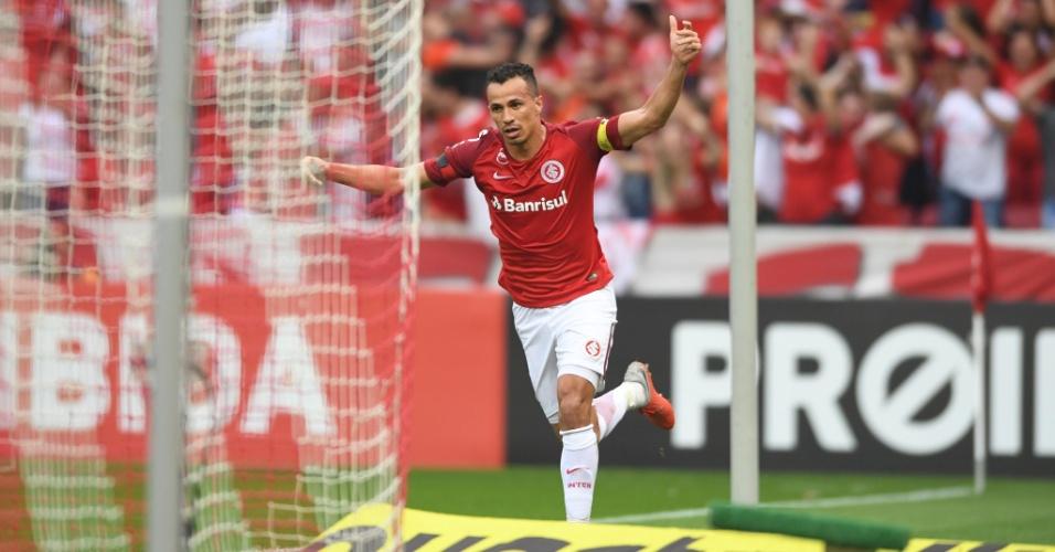 Leandro Damião empata para o Internacional diante do Vitória