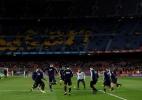 Queda de trecho do telhado do Camp Nou fere torcedor do Barça, diz rádio - Albert Gea/Reuters