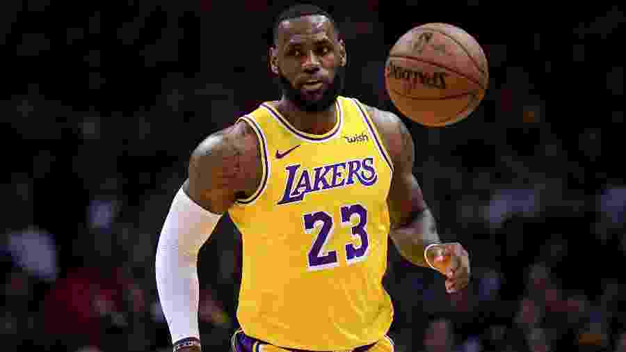 LeBron James em ação com os Los Angeles Lakers - Harry How/Getty Images/AFP