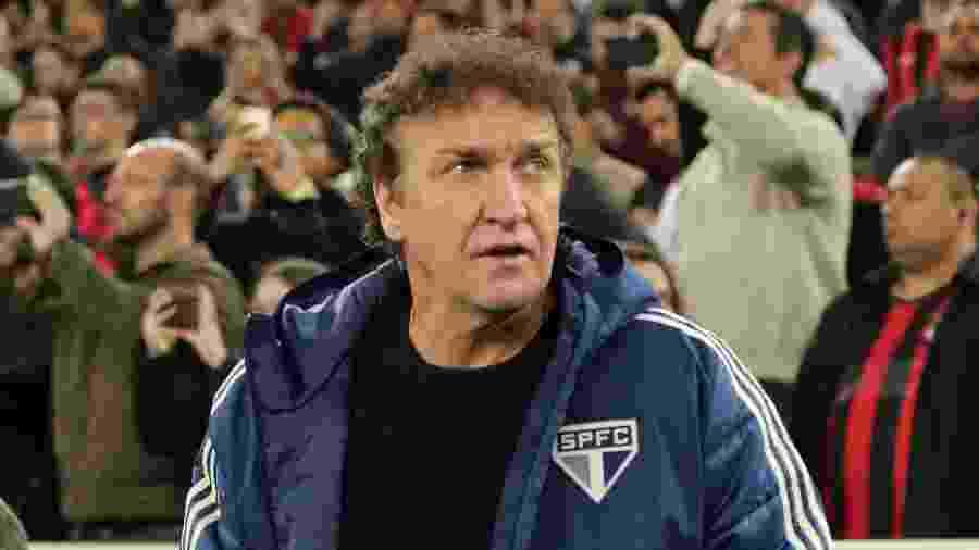 Técnico Cuca comanda o São Paulo em partida contra o Athletico na Arena da Baixada - João Vitor Rezende Borba/AGIF
