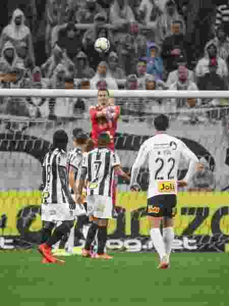 Goleiro Cleiton corta cruzamento do Corinthians - Bruno Cantini / Atlético