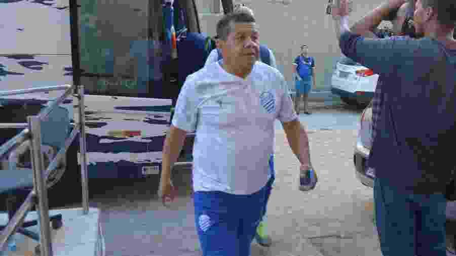 Jacozinho chegando ao Rei Pelé para a partida diante do Bahia - Divulgação/CSA