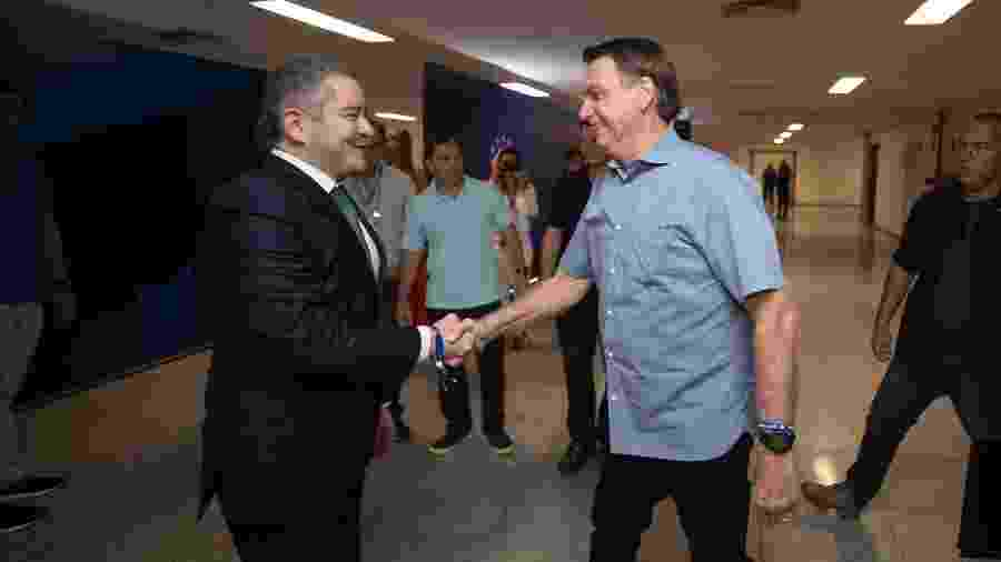 Presidente do Brasil, Jair Bolsonaro cumprimenta presidente da CBF Rogério Caboclo - Lucas Figueiredo/CBF