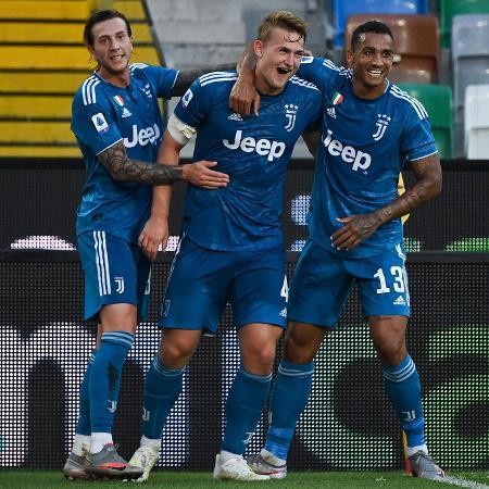 Jogadores da Juventus comemoram gol de De Ligt contra a Udinese - MARCO BERTORELLO / AFP