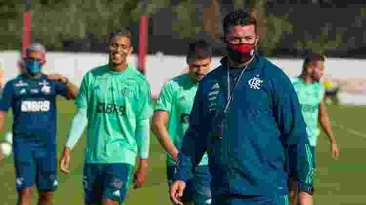 Preparador físico Roberto Oliveira em atividade do Flamengo no Ninho do Urubu - Alexandre Vidal / Flamengo - Alexandre Vidal / Flamengo