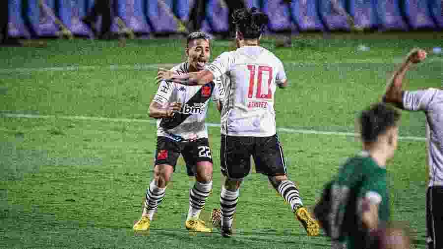 Martins Benitez comemora seu gol, marcado contra o Goiás, na Copa do Brasil - Heber Gomes/AGIF